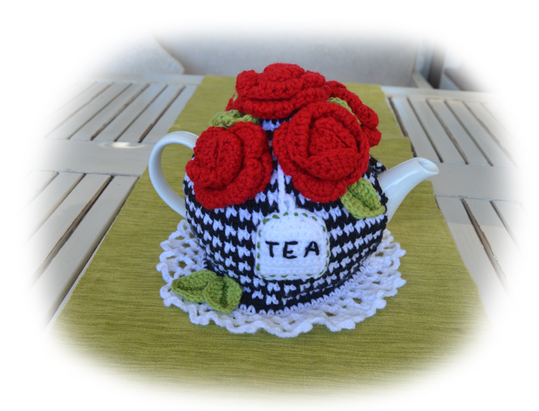 red roses tea cosy